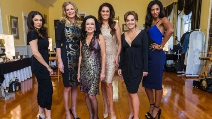 Gilda Kirkpatrick, Julia Sloane, Anne Batley Burton, Angela Stone, Louise Wallace and Michelle Blanchard