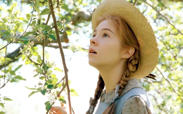 Anne of green gables netflix et cbc pr parent une adaptation for Anne maison pignon vert