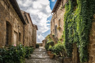 alley-1690053_1920