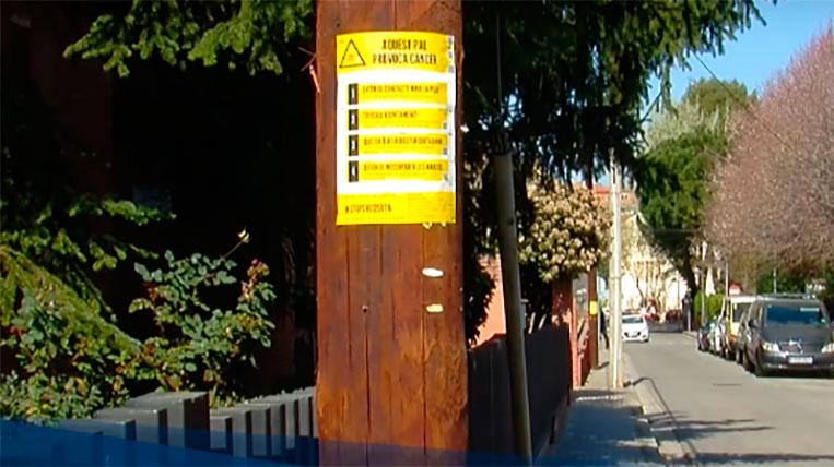 Pals de telefonia tractats amb substàncies cancerígenes als carrers de Sant Cugat