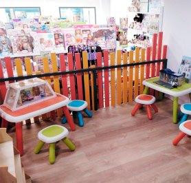 Els nens poden gaudir en una zona destinada a fer tallers de diferents temàtiques