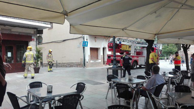 Presència dels bombers a la Plaça Octavià per un petit incendi al Mesón