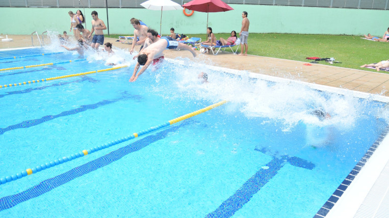 """La piscina municipal del Parc Central acull la 26a edició del """"Mulla't per l'Esclerosi Múltiple"""""""