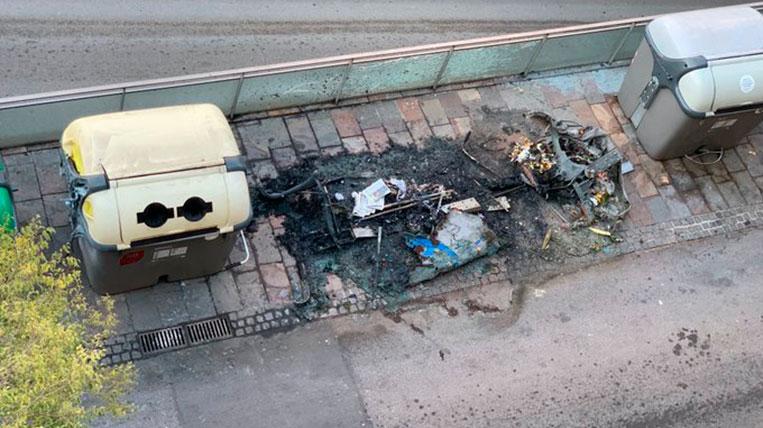 Crema un contenidor a la Plaça Lluís Millet