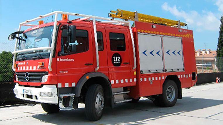 Deu intoxicats per un incendi a l'empresa Autoneum Spain