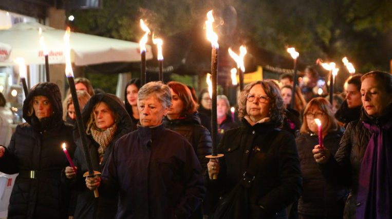 Sant Cugat es vesteix de dol per visibilitzar la violència masclista
