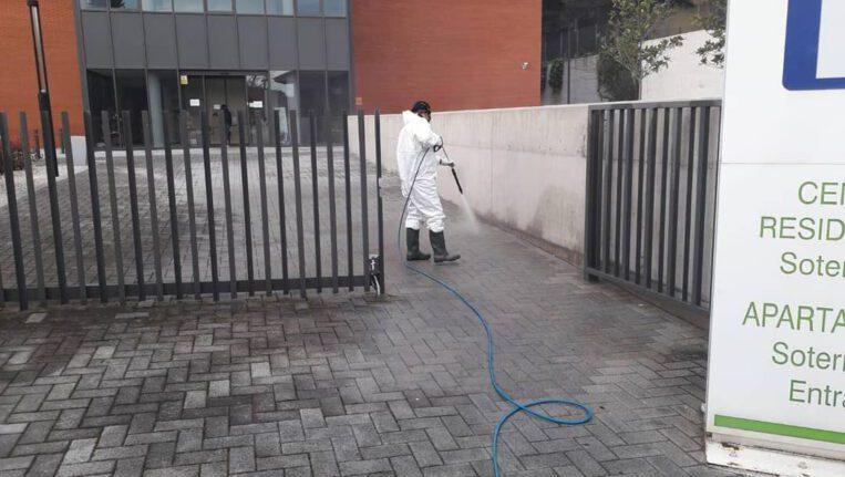 Serveis urbans i empreses contractades per l'Ajuntament desinfecten les residències de gent gran
