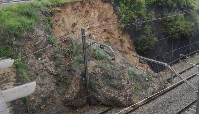 La pluja provoca despreniment i inundacions a Sant Cugat