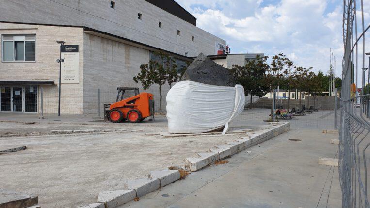 Els 'Caps del Teatre Auditori', ben protegits, mentre es restaura el grup escultòric