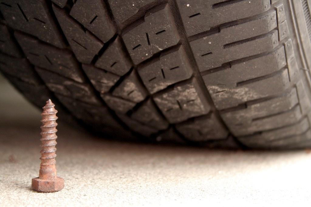 Presó per al mosso que va punxar les rodes de 22 vehicles a Sant Cugat