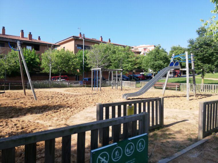 Es limita l'aforament als parcs infantils fins a un màxim de 6 i 12 persones