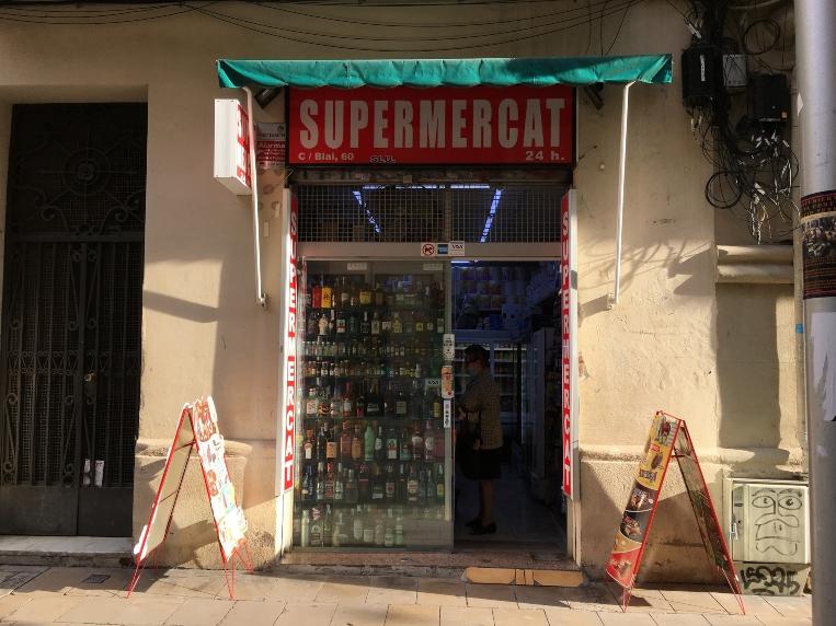 El Procicat limita l'horari d'obertura a les botigues obertes les 24h