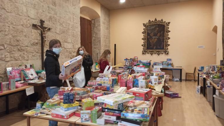 """263 infants es beneficien de la campanya """"Un nen, una joguina"""""""