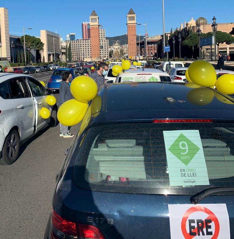 Interins de l'Ajuntament de Sant Cugat participen a una marxa lenta per reclamar que se'ls ofereixi un contracte fix