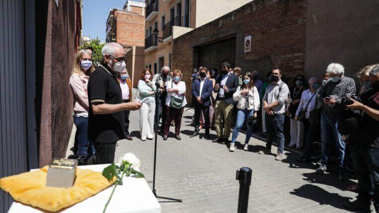 Sant Cugat col·loca llambordes d'homenatge davant els antics domicilis dels 6 santcugatencs deportats a camps de concentració nazis