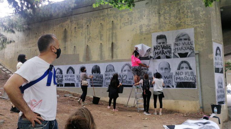 El mural #NoVullMarxar, que denunciava la problemàtica de l'accés a l'habitatge, desapareix a les poques hores d'estrenar-lo
