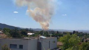 L'incendi de Castellví de Rosanes i de Martorell visible des de Sant Cugat