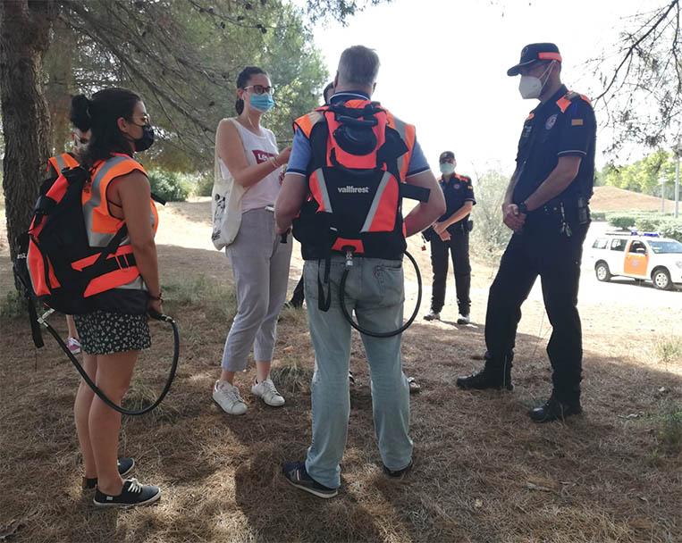 Protecció Civil incorporen noves motxilles portàtils extintores d'aigua en la seva tasca de vigilància del risc d'incendis