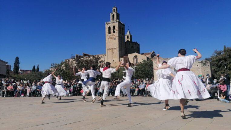 La Festa de Tardor torna a omplir els carrers de gent i entitats