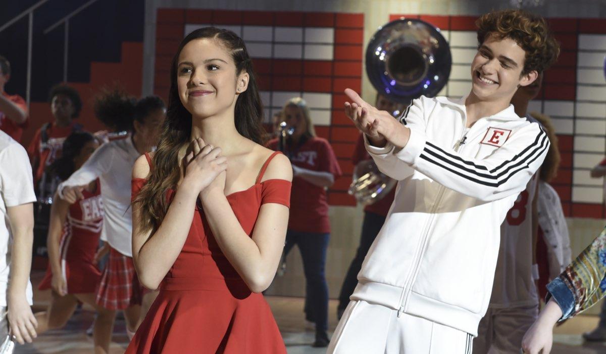 Olivia Rodrigo e Joshua Bassett nei panni di Nini e Ricky nella serie tv su High School Musical. Credits Disney+