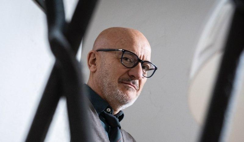 Claudio Bisio Nella Serie Tv Tutta Colpa Di Freud Credits Amazon