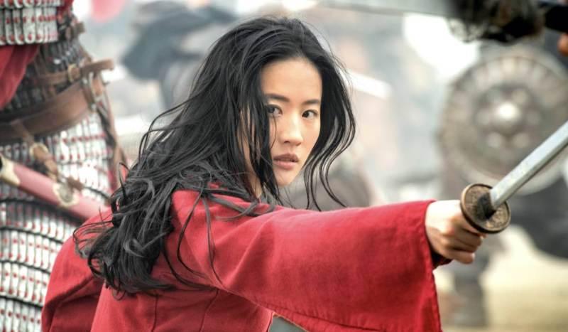 regalare disney plus Yifei Liu nel ruolo di Mulan nel film Disney Mulan Credits Walt Disney Company Italia e Disney+