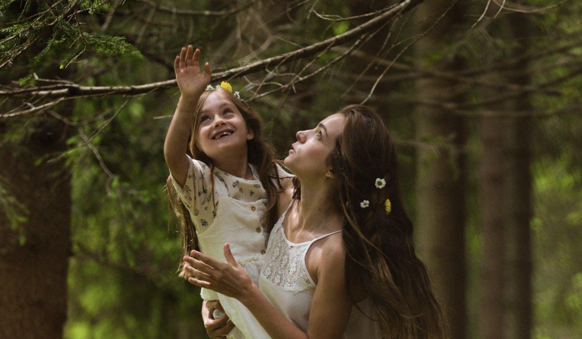 Un Passo Dal Cielo 6, qui Lara e Dafne interpretate da Mia McGovern Zaini e Aurora Ruffino. Credits: Rai
