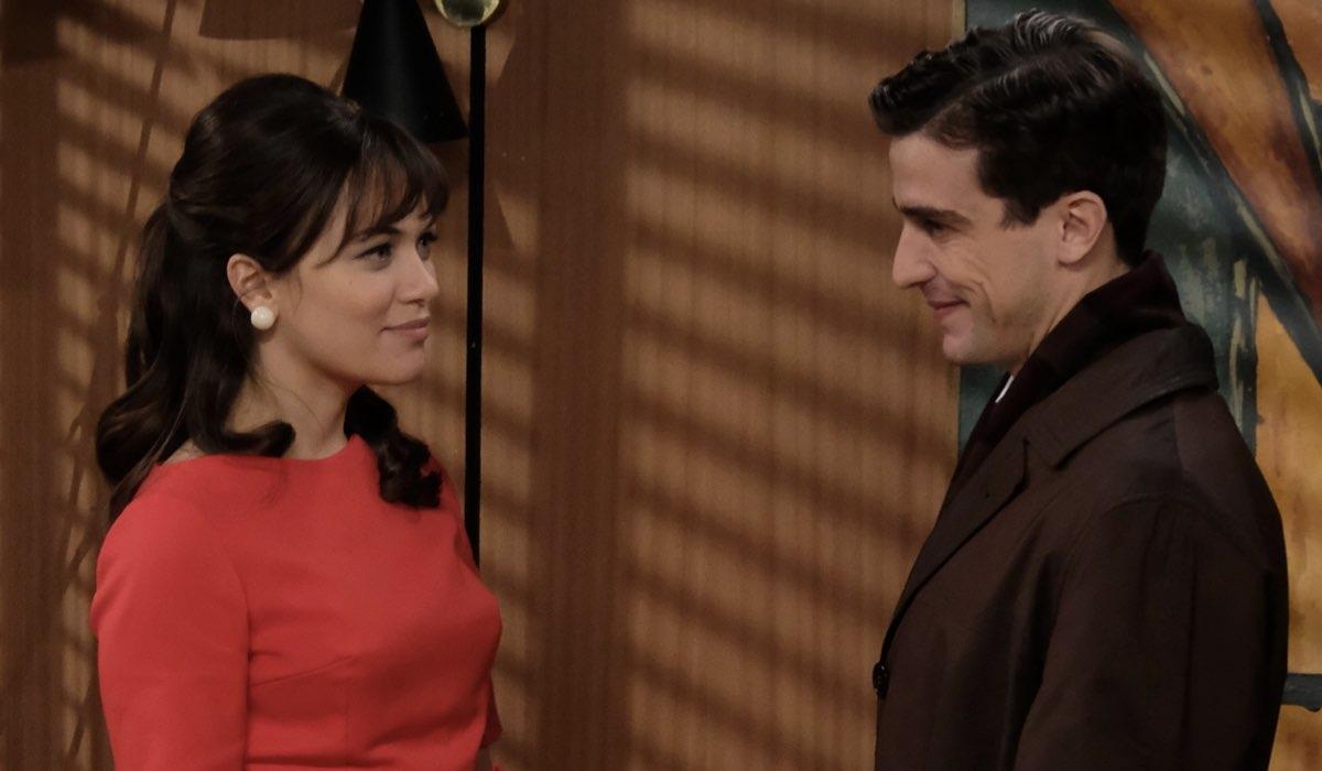 Gloria Radulescu e Alessandro Fella interpretano Marta Guarnieri e Federico Cattaneo, qui in una scena de Il Paradiso Delle Signore 5. Credits: Rai