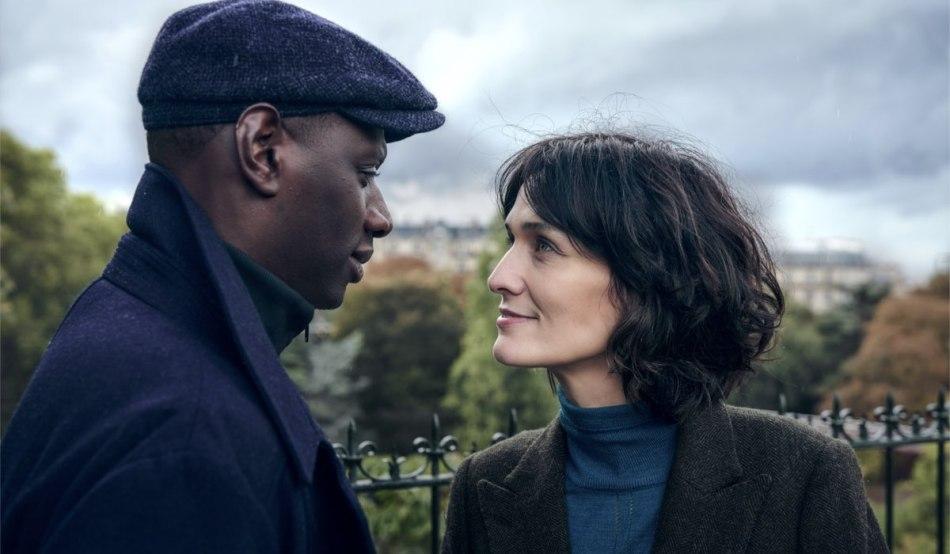 """Da sinistra: Assane (Omar Sy) e Juliette Pellegrini (Clotilde Hesme) in una scena della seconda parte di """"Lupin"""". Credits: Emmanuel Guimier/Netflix."""