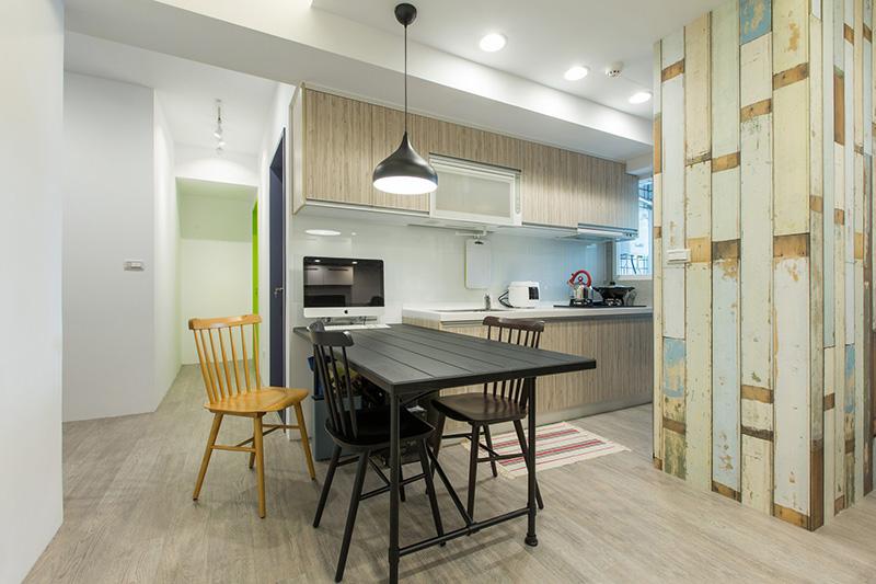 kitchen dinettes outside design 結合開放式廚房的精緻用餐空間 精心配色的餐桌椅述說屋主的童趣玩心 夢想誌