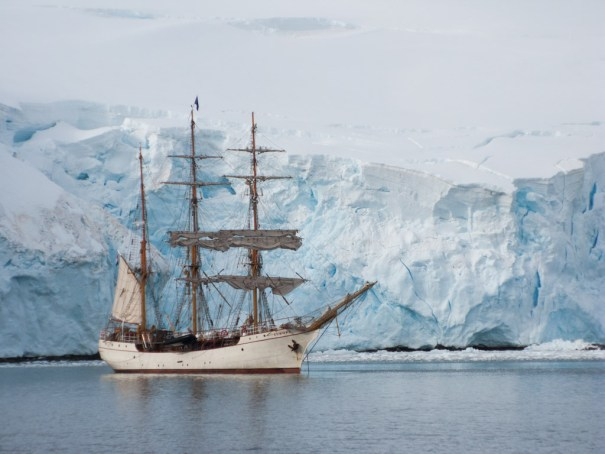 Barque Europa by .