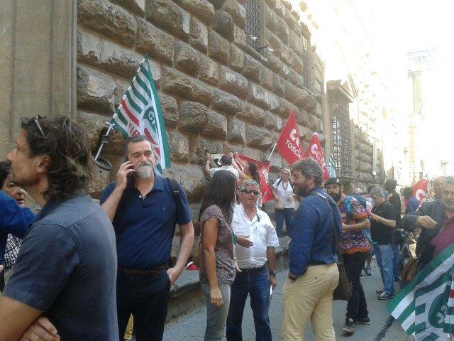 Firenze, migranti: sovrattassa sul permesso di soggiorno ...
