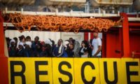 Migranti: Minniti, flussi migratori non governati minaccia per l'Italia