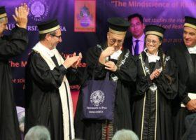 Al Dalai Lama laurea honoris causa a Pisa. Fra gli applausi