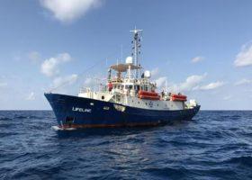 Nave Lifeline: il ministro Toninelli, è una barca pirata, la sequestreremo
