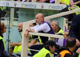 Fiorentina battuta 1-0 dal Venezia, tafferugli fra tifosi e bombe carta, feriti