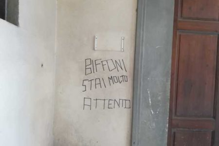 Prato: minacce al sindaco Biffoni sulla facciata del Comune