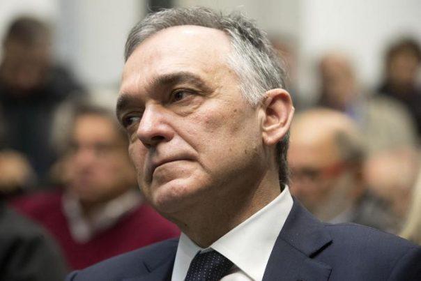 Autostrade: Rossi sfida il governo ma ne sposa le tesi. Via la privatizzazione, debbono tornare allo Stato