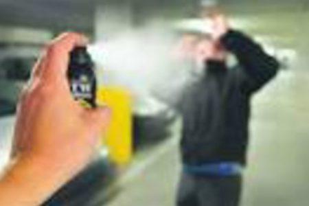 Spruzza spray al peperoncino a scuola, 33 studenti all'ospedale