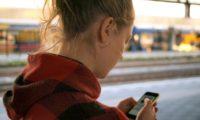 Crescono gli acquisti on line degli italiani, gran parte con smartphone