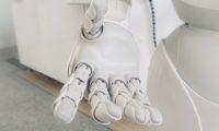Innovazione e sostenibilità, casa 'smart' e robot che consiglia come ridurre le bollette