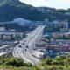 Ponte di Genova: code di curiosi che fanno foto e di Tir diretti al porto