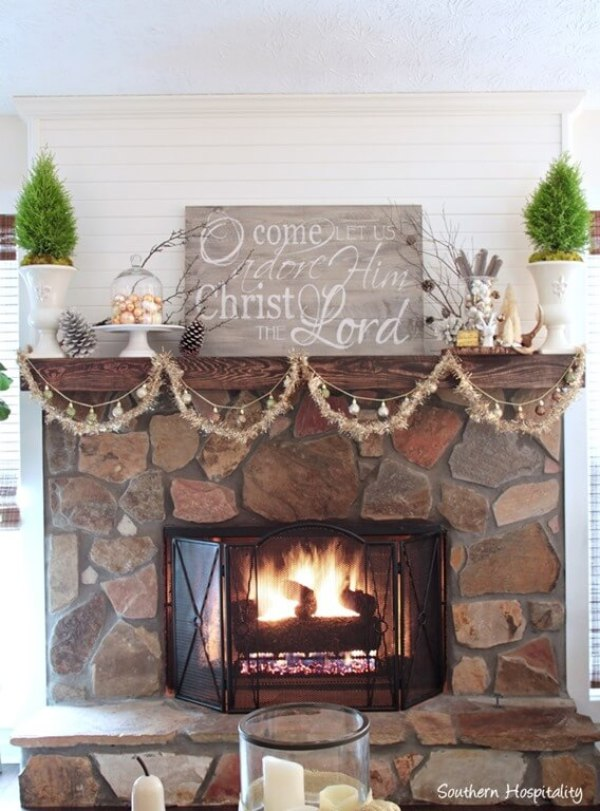 entire-mantel-christmas