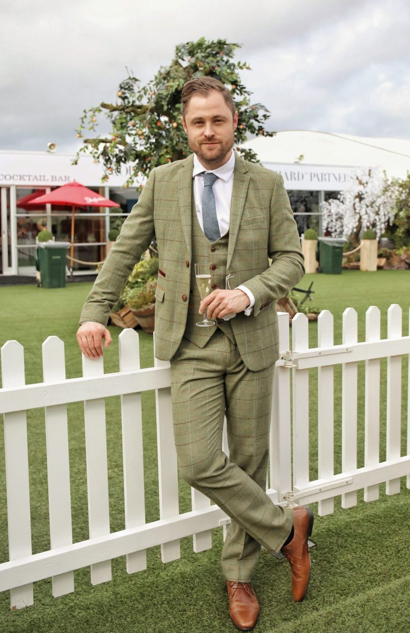 What to Wear to the Races | The Marc Darcy Tweed Suit