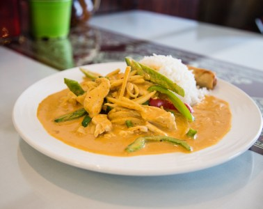 Sarika red curry chicken