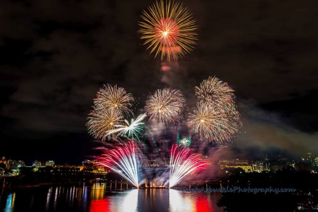 CASINO-LAC-LEAMY-FIREWORKS