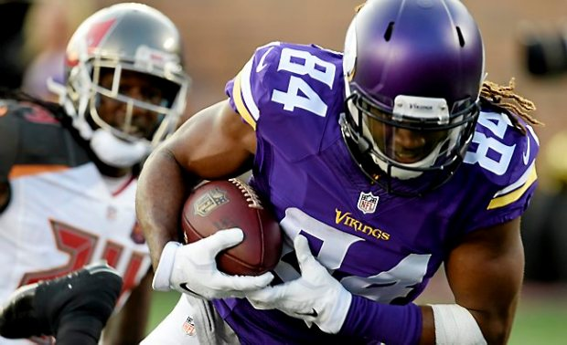 Minnesota wide receiver Cordarrelle Patterson pulls down a quarterback Shaun Hill pass for the touchdown in the second quarter of the Vikings preseason game against Buccaneers at TCF Bank Stadium in Minneapolis on Saturday, August 15, 2015. (Pioneer Press: John Autey)
