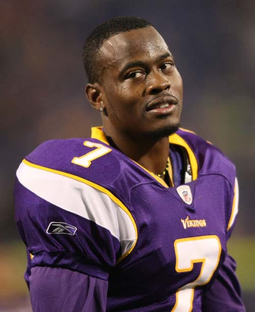 Tarvaris Jackson #7 of the Minnesota Vikings on the sideline against the Seattle Seahawks at Hubert H. Humphrey Metrodome on November 22, 2009 in Minneapolis, Minnesota. (Photo by Nick Laham/Getty Images)