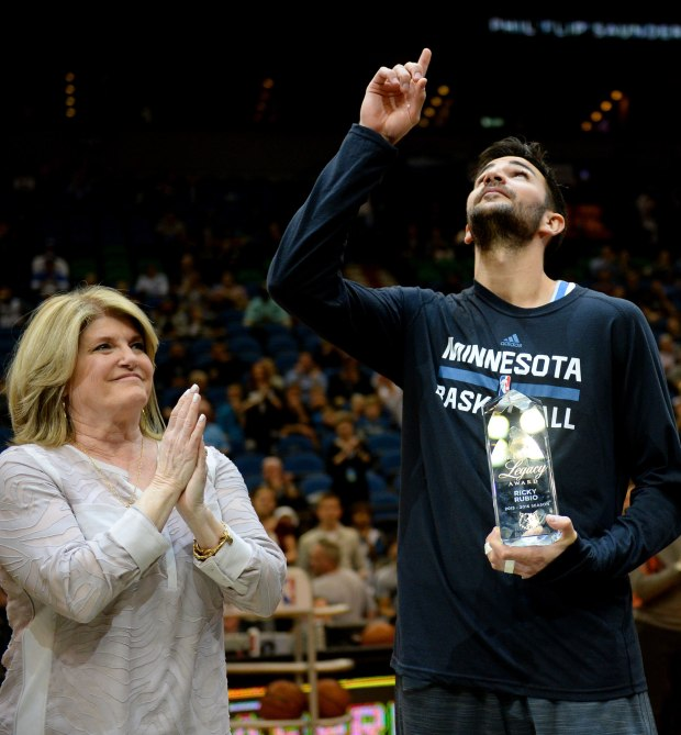 Minnesota Timberwolves guard Ricky Rubio points skyward in honor of Flip Saunders after receiving the Timberwolves first annual Legacy Award from Debbie Saunders, Flip Saunders widow in the first quarter at Target Center on Wednesday, April 13, 2016. (Pioneer Press: John Autey)