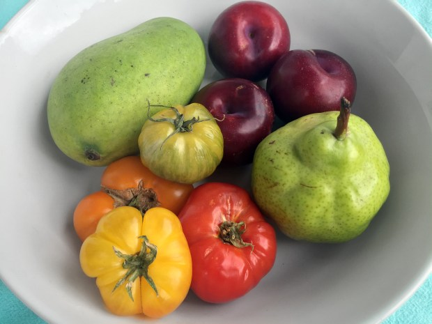 Produce offerings at Mississippi Market. (Pioneer Press: Nancy Ngo)
